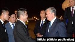 Встреча в аэропорту Пекина прибывшего с визитом в Китай президента Казахстана Касым-Жомарта Токаева. 10 сентября 2019 года.