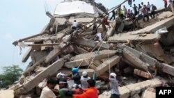 Спасательная операция на месте обрушения здания в окрестностях Даки, 25 апреля 2013 года.