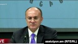 Бывший министр обороны Армении Сейран Оганян (архив)