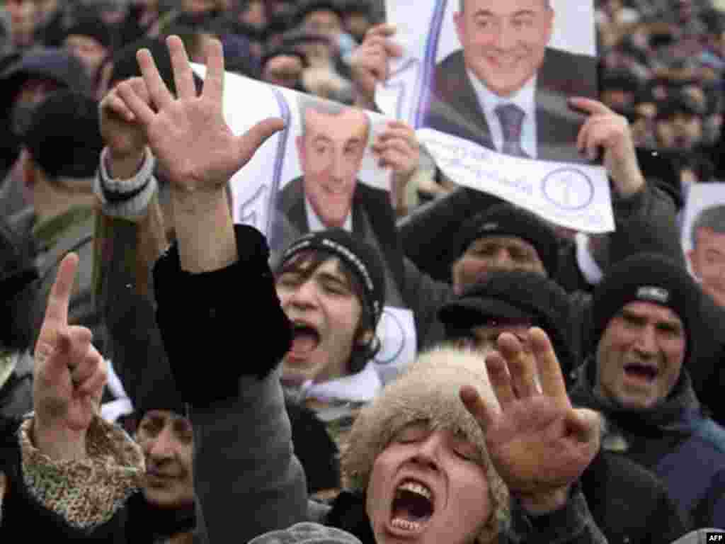 But despite the international observers' verdict, protesters took to the streets. In Tbilisi on January 6, they raise portraits of main opposition leader Levan Gachechiladze.
