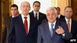 Некурортная обстановка. Израильский премьер (слева) заранее оценил свою поездку в Иерихон как большую уступку палестинскому президенту (справа) и жест доброй воли