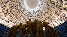 "Militari israelieni la Muzeul Holocaustului ""Yad Vashem"" de la Ierusalim"