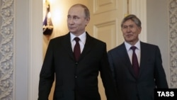 Россия президенти Владимир Путин ва Қирғизистон президенти Алмазбек Атамбаев.