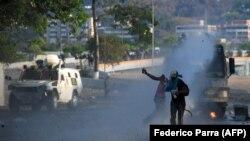 Антиправительственные протесты в Венесуэле, Каракас, 1 мая 2019 года.