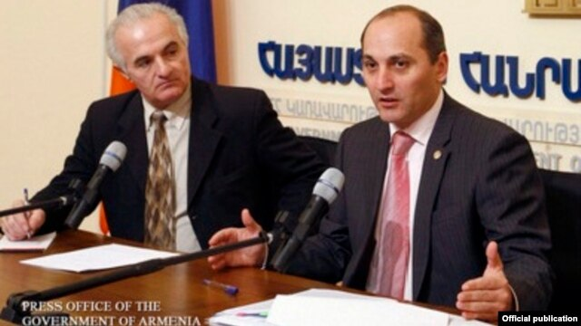 Armenia - Aram Gharibian (R), the chief adviser to President Serzh Sarkisian, at a news conference in Yerevan.