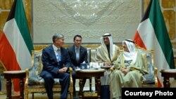 Президент Алмазбек Атамбаев и Эмир Кувейта Шейх Сабах Аль-Ахмад Аль-Джабер Аль-Сабах.