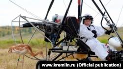 Владимир Путин принял участие в экологическом проекте «Полtт надежды», 6 сентября 2012 года