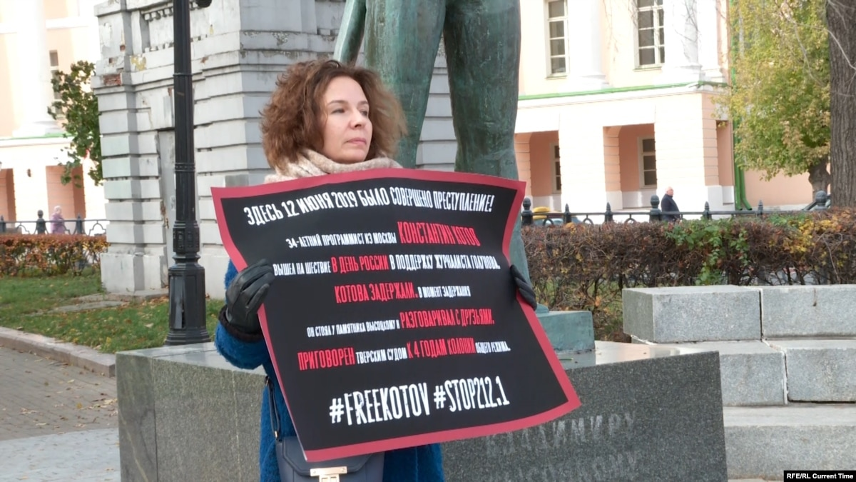 Single-Person Pickets Held In Moscow To Support Sentenced Activist