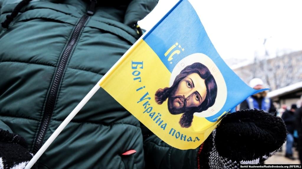 Біля собору Святої Софії у Києві, де проходив Об'єднавчий собор зі створення єдиної Української помісної православної церкви