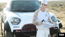Президент Туркменистана Гурбангулы Бердымухамедов готовился к участию в авторалли