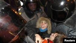 Опозиціонерів затримує поліція, Петербург 5 грудня 2011 року