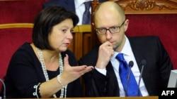 Міністр фінансів Наталія Яресько та прем'єр-міністр Арсеній Яценюк