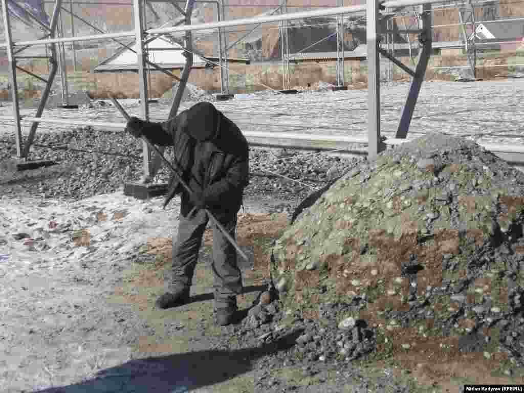 Этой зимой зальют каток, чтобы дети могли кататься пока будут завершены все работы.