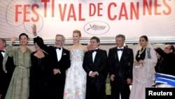 O imagine a juriului cu Steven Spielberg și Cristian Mungiu.