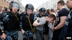 Затримання учасника антикорупційної акції в Москві, 12 червня 2017 року