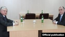 Ukraine - Foreign Ministers Edward Nalbandian (L) of Armenia and Elmar Mammadyarov of Azerbaijan meet in Kiev,04Dec2013