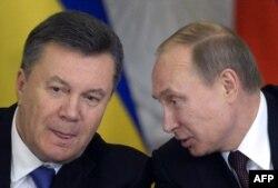 Vladimir Putin (sağda) və Viktor Yanukovych, 17 dekabr, 2013