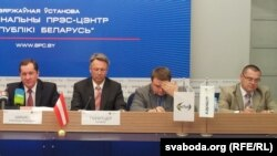 Намесьнік міністра транспарта й камунікацый Аляксандар Шышко і прадстаўнік інвэстара Міхаэль Гшнітцэр