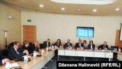 Glavni sudija Haškog tribunala Serge Brammertz prilikom susreta za predstavnicima porodica žrtava u Sarajevu, 16. maja 2017.