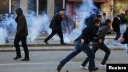 Полиция мен студенттер қақтығысы. Косово, Приштиина, 7 ақпан 2014 жыл.