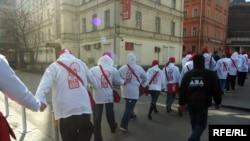 «Наши» - прокремлевская молодежная организация, поддерживающая требование властей признать НБП экстремистской организацией