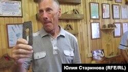Виталий Ислентьев сам водит экскурсии по своему музею