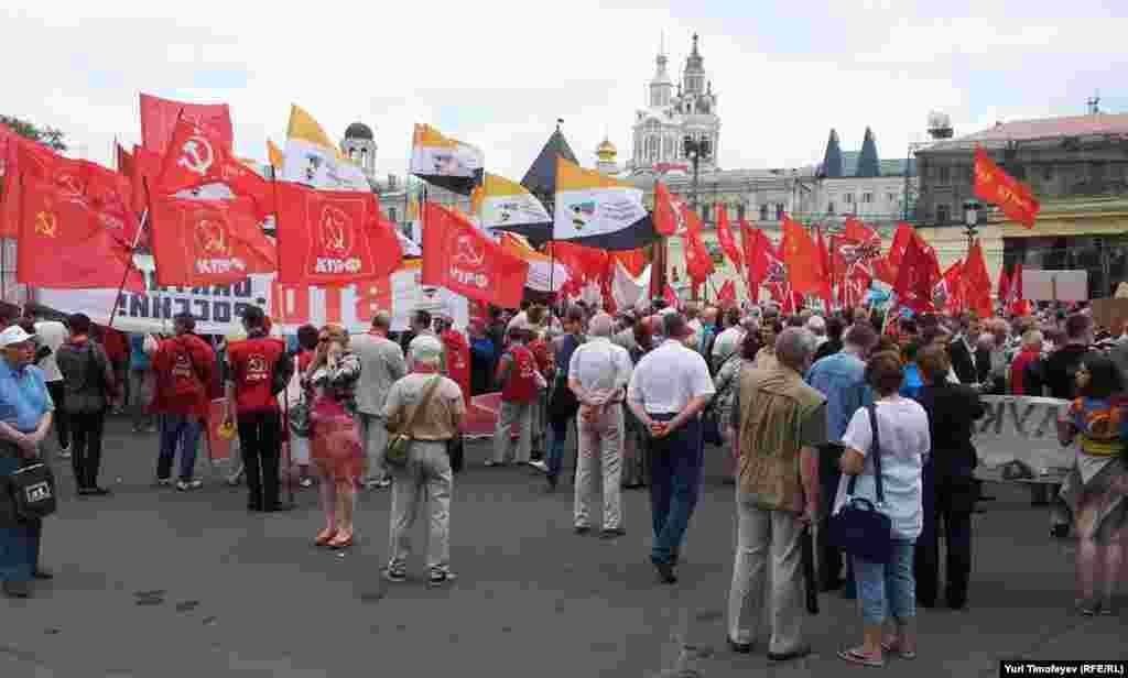 В Митинге приняли участие около 300 человек.