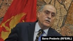 Telefonski razgovori, kako se može naslutiti iz objavljenog materijala, tajno su snimani u vrijeme kada je sadašnji savjetnik predsjednika Crne Gore Milan Roćen bio ambasador u Moskvi do početka 2006. godine