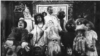 Фрэнк Баум со своими героями. Рекламный снимок проекта первой визуальной адаптации сказок о стране Оз. 1908.