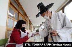 «На вибори як на свято», у традиційному костюмі. Нонсан, 15 квітня 2020 року