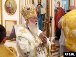 Патріарх Філарет править першу службу у луганському Свято-Троїцькому соборі, 20 липня 2013 року