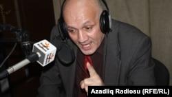 Dilavər Əzimli Azadlıq Radiosunun Bakı studiyasında