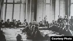 Imagine de la negocierile de pace de la Buftea-București (Foto: vol. Basarabia în actul Marii Uniri de la 1918, Chișinău: Știința, 2017)