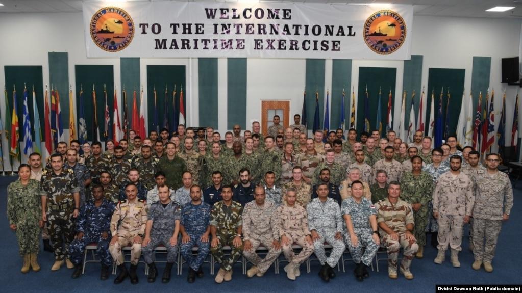 جمعی از نیروهای مشترک شرکتکننده در «رزمایش دریایی بینالمللی ۲۰۱۹»