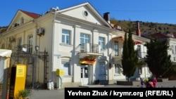 Дом Ватикиоти на набережной Назукина, 13