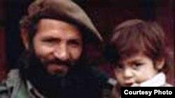 مجتبی هاشمی، یکی از فرماندهان جنگ ایران و عراق همراه فرزندش