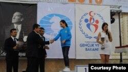 Қыркүйектің соңында Түркияның Хожаели қаласында 20 жасқа дейінші қыздар арасында шахматтан өткен әлемдік турнирде Жансая Әбдімәлік күміс медаль алды. Түркия, 2013 жылдың қыркүйегі.