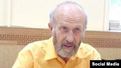 Ученый Альберт Разин