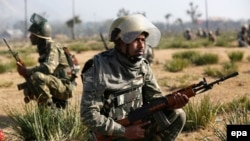 Indian paramilitary soldiers take position in India-controlled Kashmir (file photo).