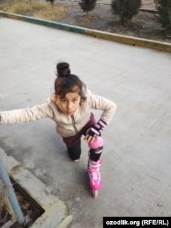 9-летняя Мадинабону Рустамова.