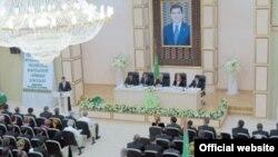 Түркіменстанның жаңадан құрылған Өнеркәсіпшілер мен кәсіпкерлер партиясының конгресі. Ашғабад, 21 тамыз 2012 жыл.