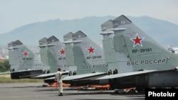 Aparate Mig 29 pe un aeroport militar la Erevan