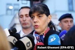 Лаура Кодруца Кёвеши выступает перед журналистами