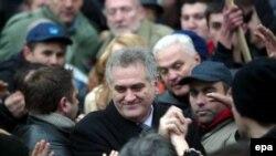 Tomislav Nikolić sa svojim pristalicama