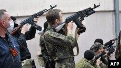 Озброєні сепаратисти в Луганську, 29 квітня 2014 року