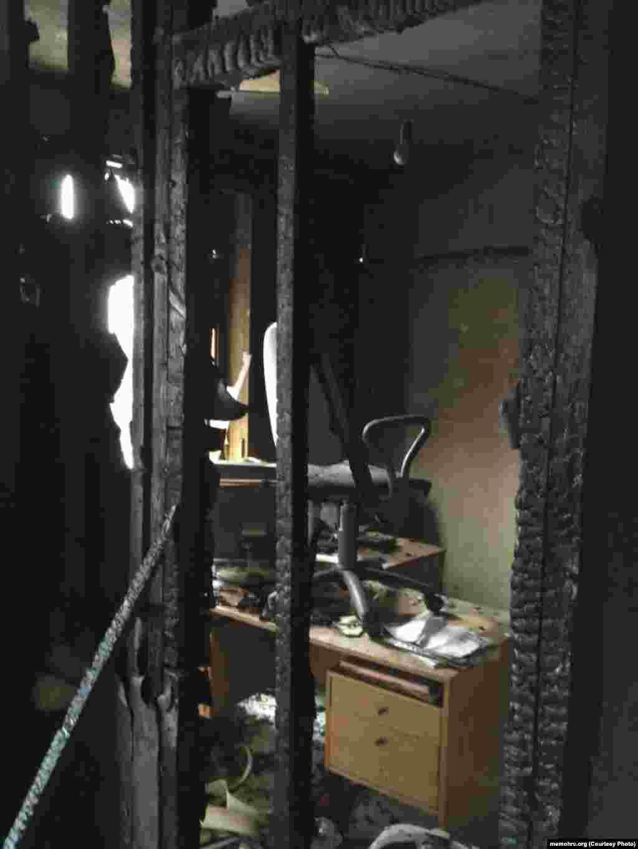 """По его словам, ущерб причинен значительный. """"Сгорела оргтехника, часть документов, повреждено помещение. Мы квалифицируем это как террористический акт, совершенный на территории Ингушетии. Поджог, запугивание населения, нанесение ущерба международной организации – это подпадает под данное определение"""", - заявил Орлов."""