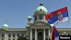 Čini se da je ono što se događa na domaćoj sceni u Srbiji samo refleksija ozbiljne nemoći svetske intelektualne i političke elite