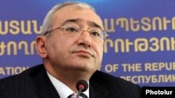 Armenia - Tigran Mukuchian, chairman of the Central Election Commission, at a news conference in Yerevan, 9May2012.