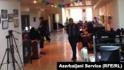Співробітники Радіо Азадлиг під час обшуку, грудень 2014 року