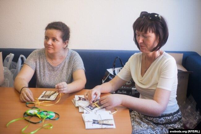 Во время встреч взаимоподдержки женщины занимаются творчеством